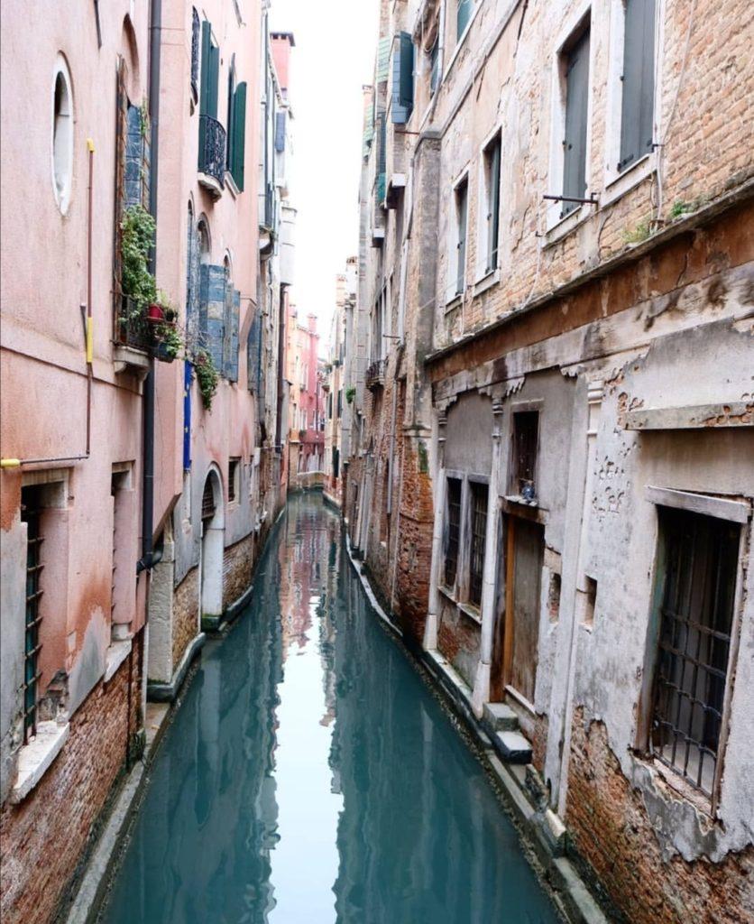 cosa vedere a venezia Scorcio di un canale di Venezia.