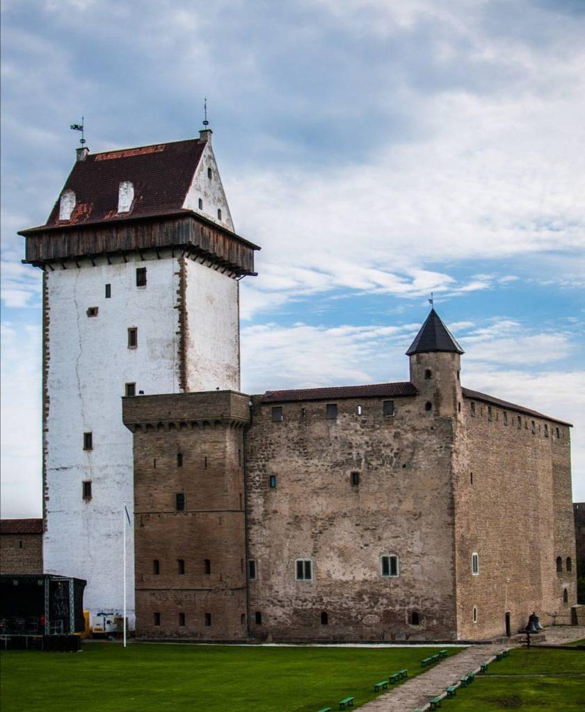 Tallinn in Estonia, il castello di Narva.