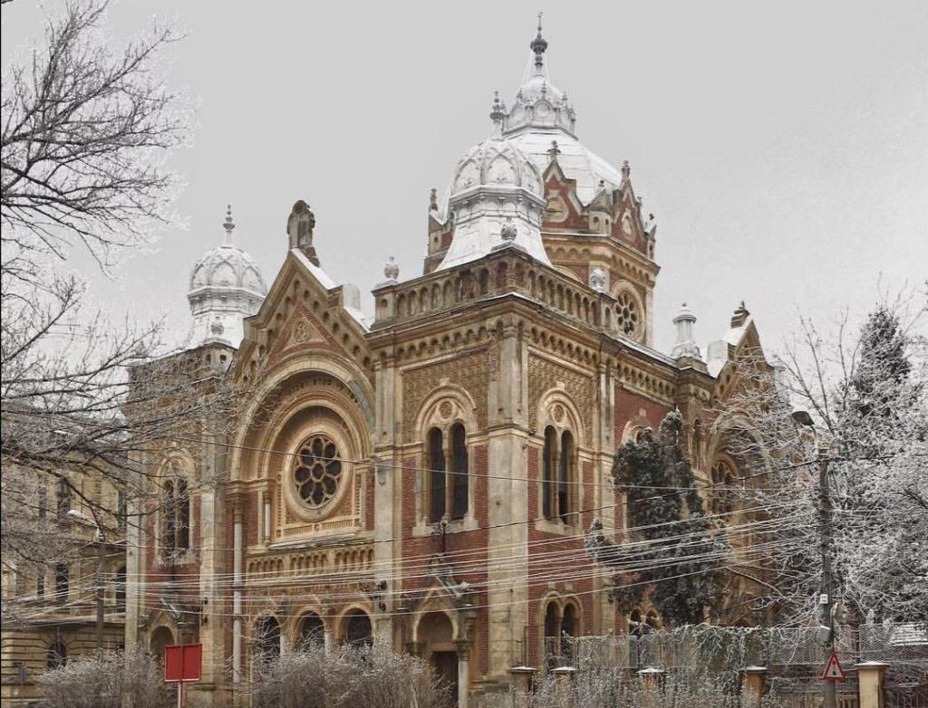 Fabric Synagoge innevata a gennaio.