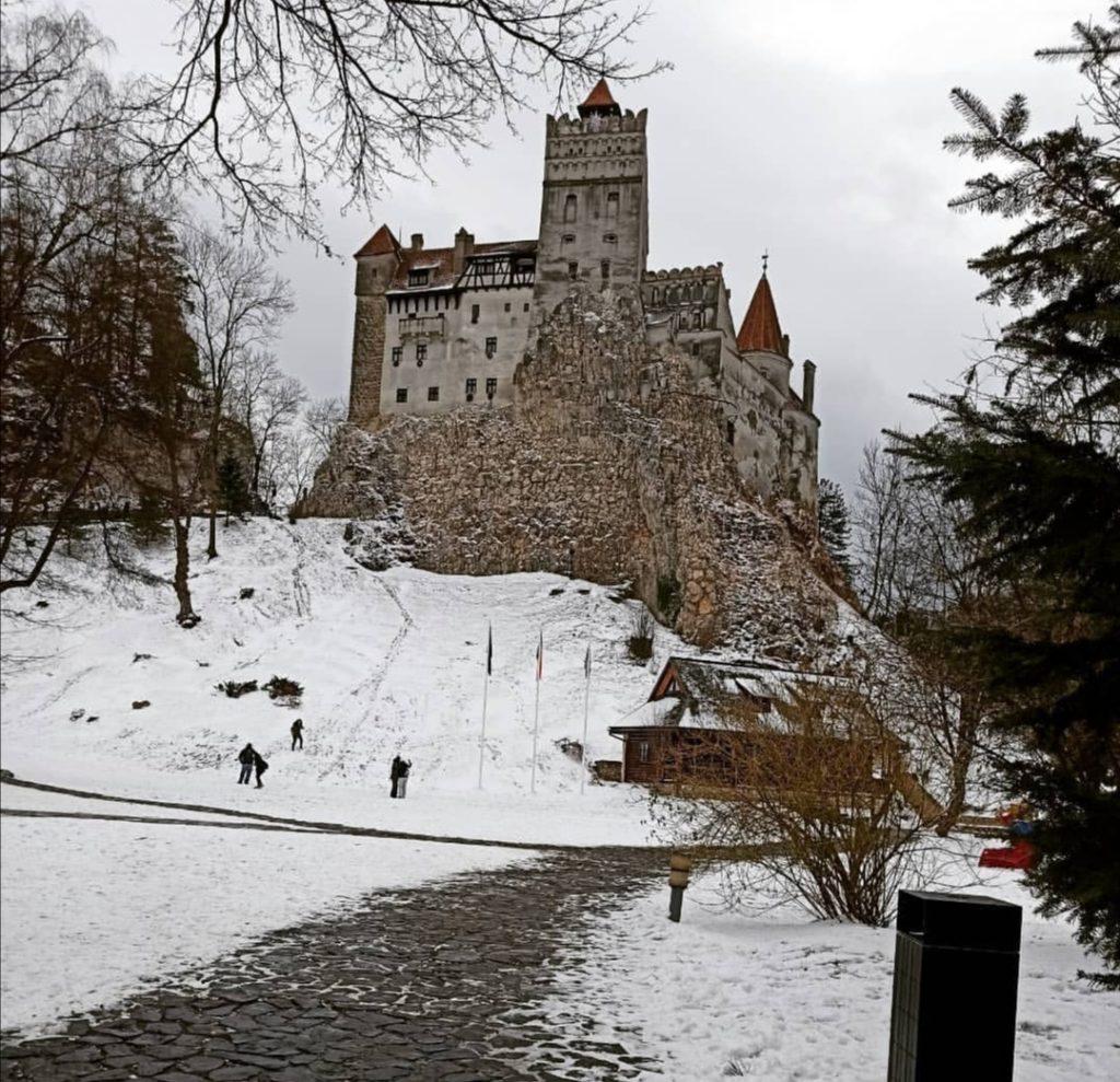 Sapere Transilvania: Il castello di Bran innevato in inverno.