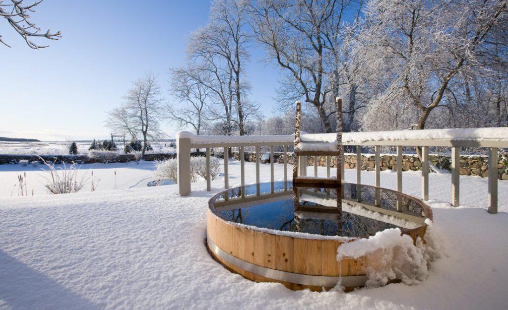 Neve e ghiaccio all'esterno di Immagine presa dall'annuncio Airbnb di Pädeste Manor