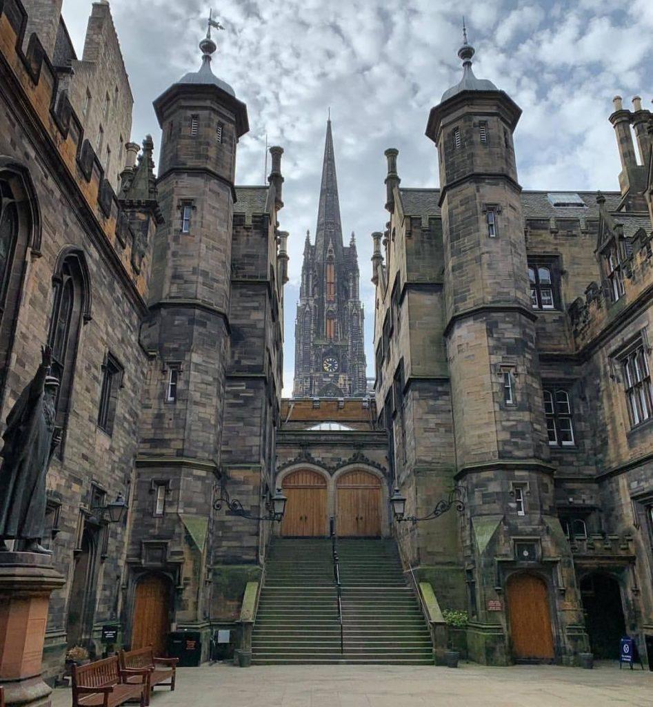 Edimburgo cosa vedere; l'interno dell'università di teologia di Edimburgo.