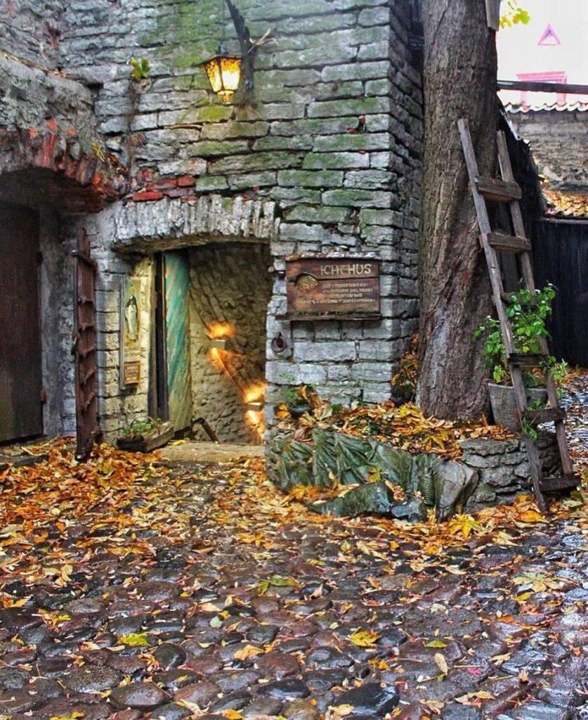 Scorcio della città vecchia di Tallinn dove dovrebbe esserci la maggiore concentrazione di fantasmi.