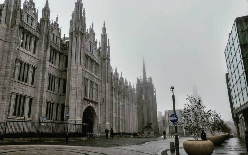 Il palazzo gotico dove è ospitata la Marischal University