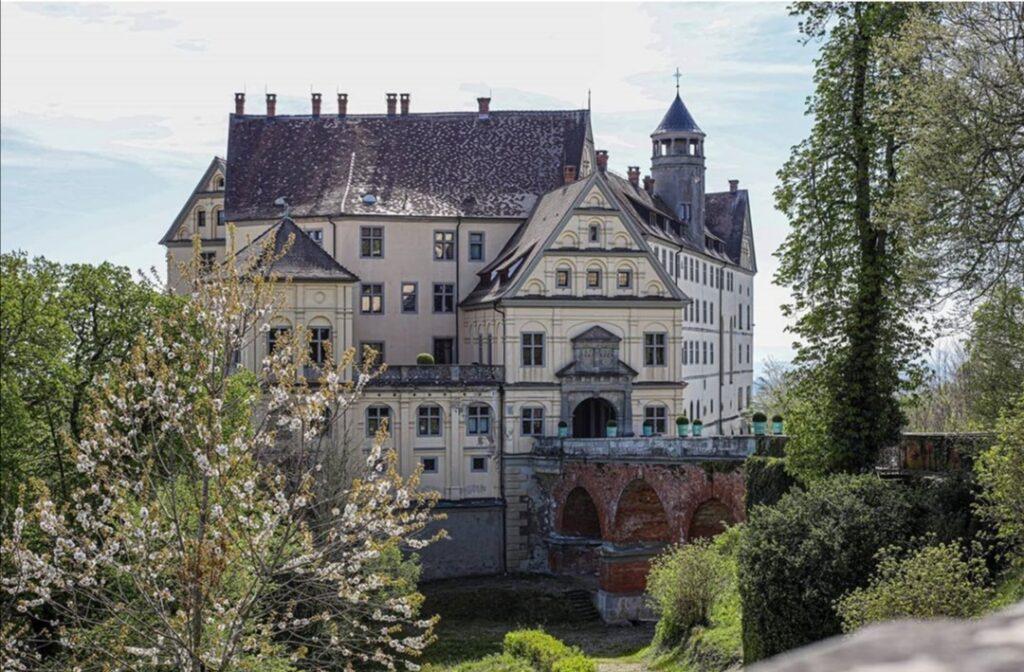 Il Castello di Heiligenberg osserva dall'alto il Lago di Costanza.