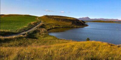 Skùtustaðir: i falsi vulcani circondano parte del lago sud.