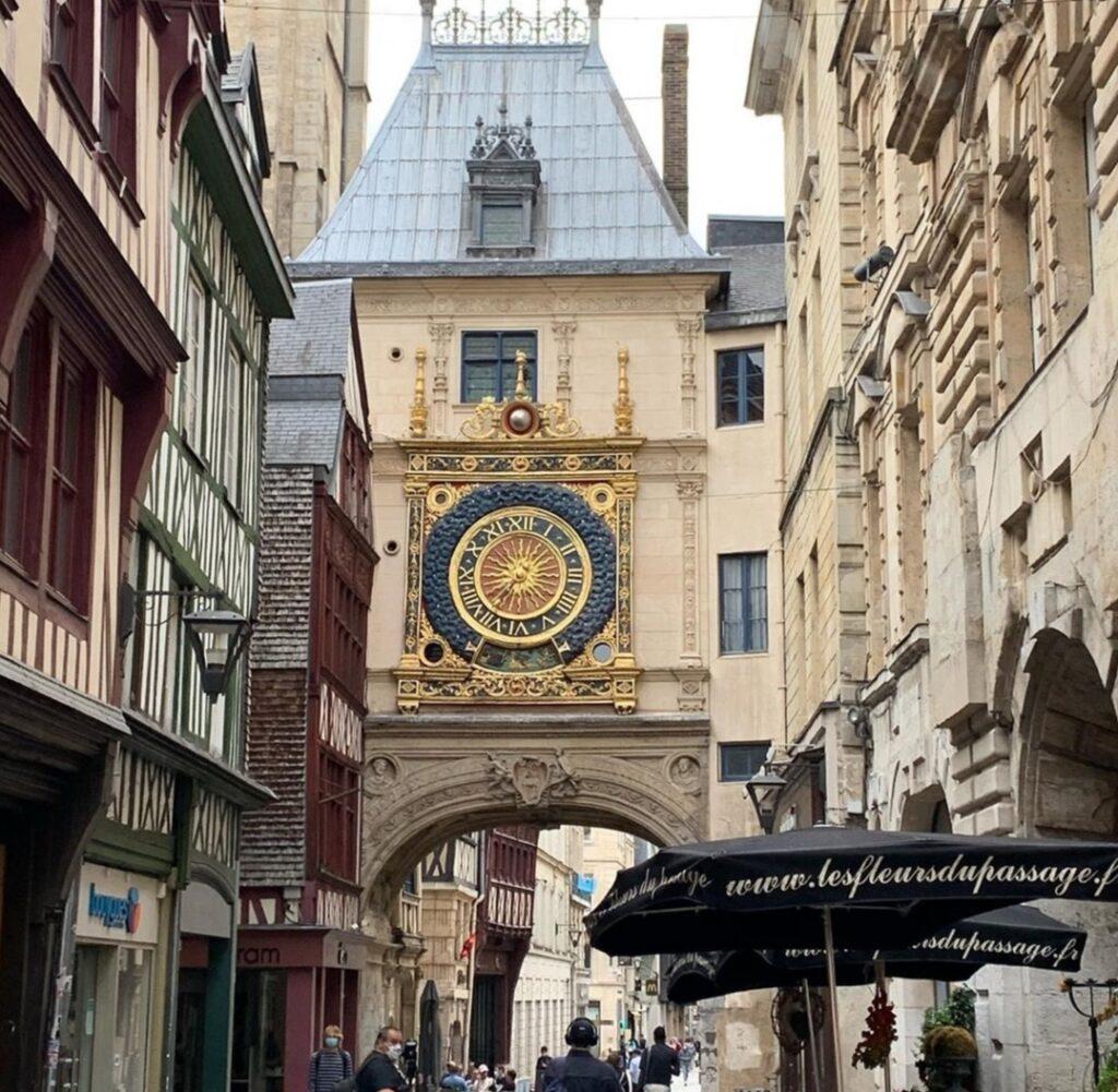 Le Grand Horologe, altro simbolo tipico di Rouen, capitale della Normandia.