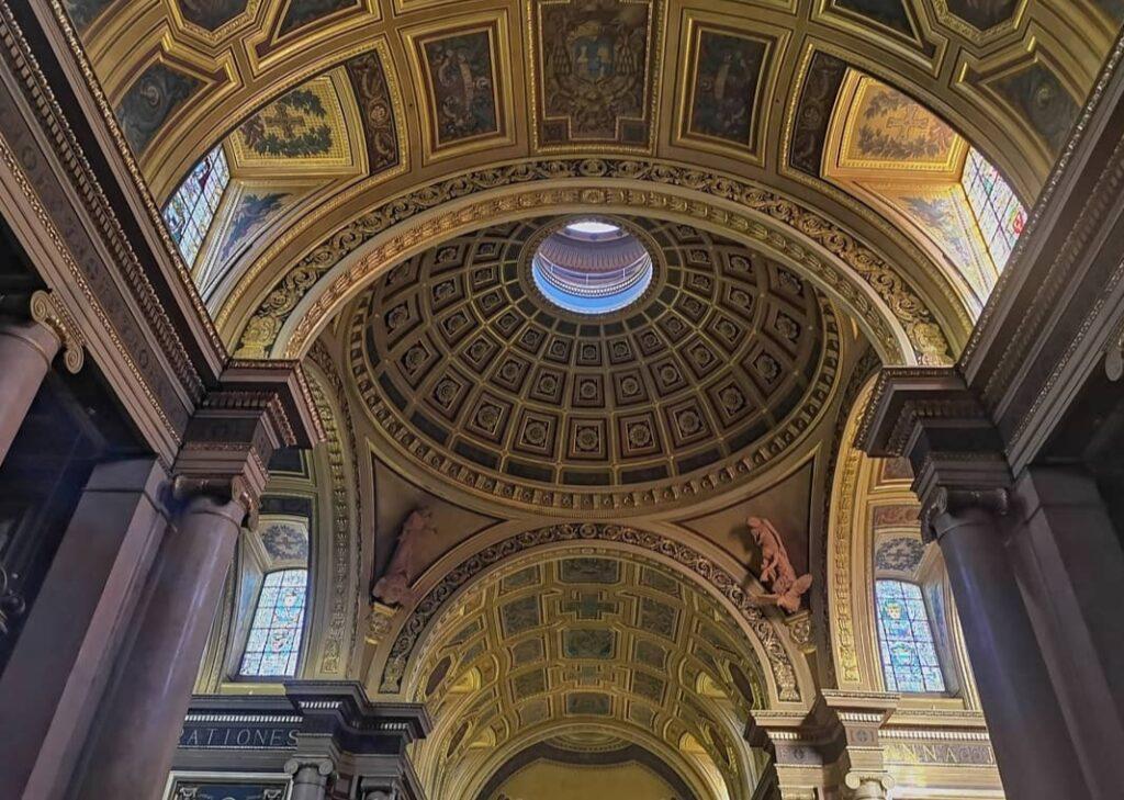 Rennes cosa non perdere, oro all'interno della cattedrale.