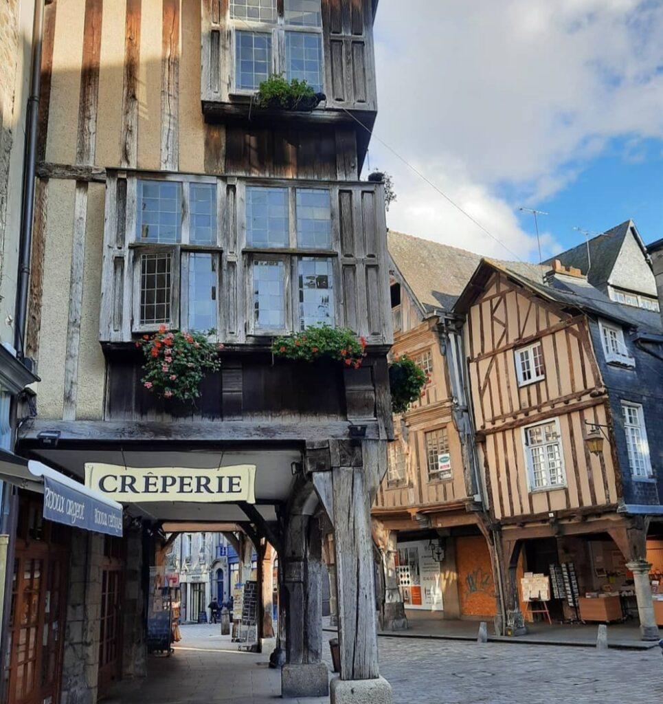 Normandia e Bretagna in Camper: immagini del bellissimo borgo medioevale di Dinan