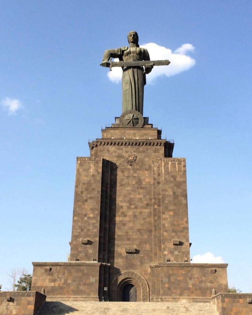 Visitare Yerevan: Madre Armenia.