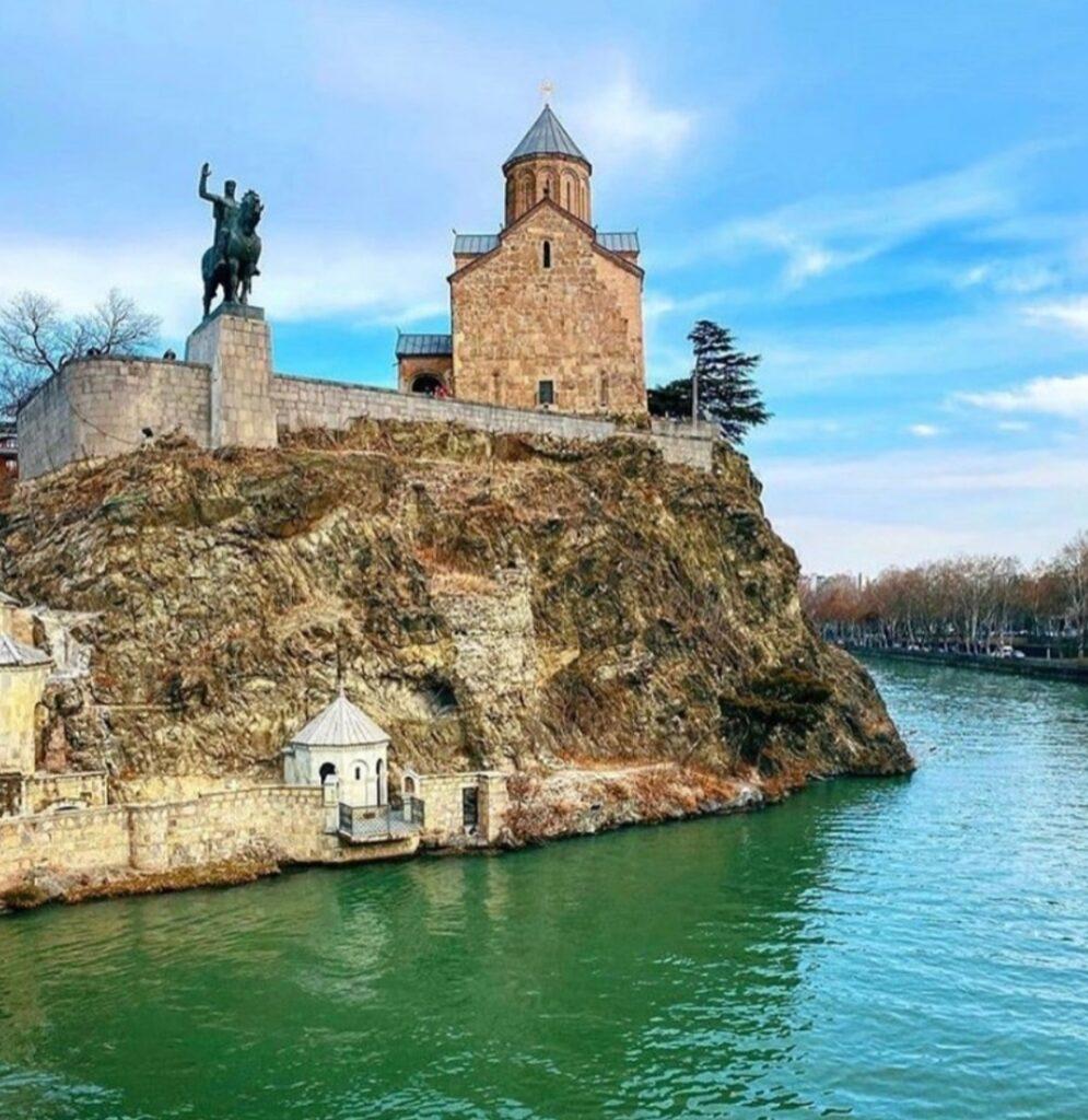 Cosa vedere a Tbilisi. La chiesa Metekhi.