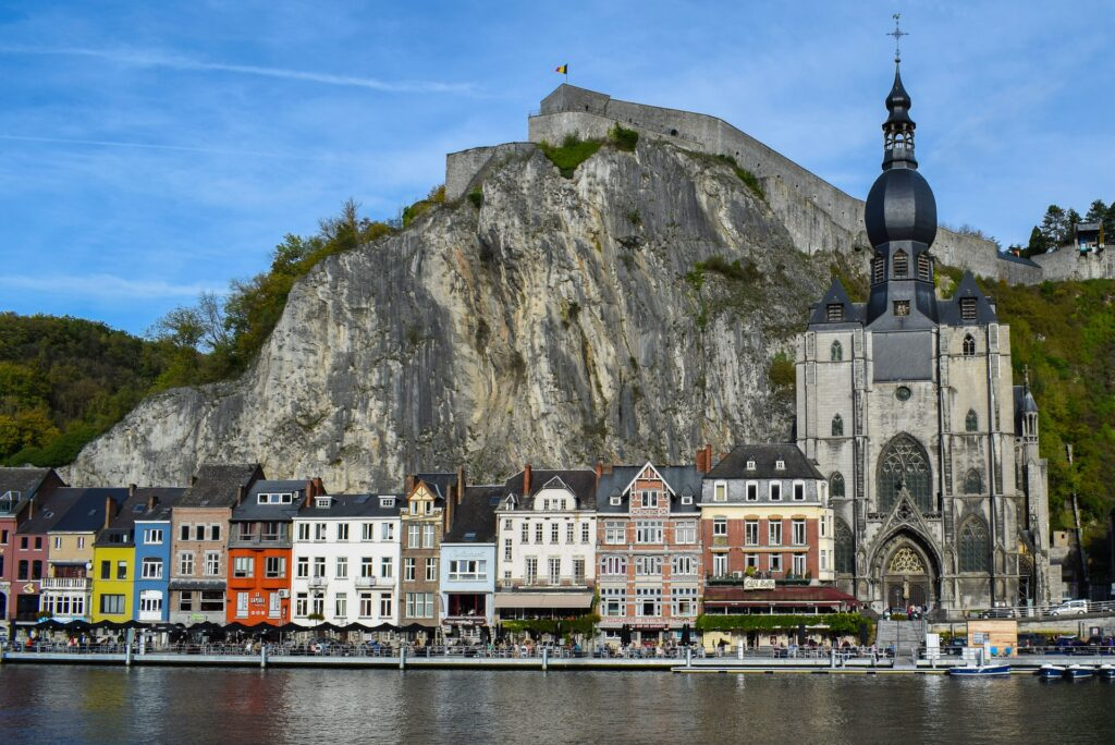 Città da visitare in europa: Dinant.