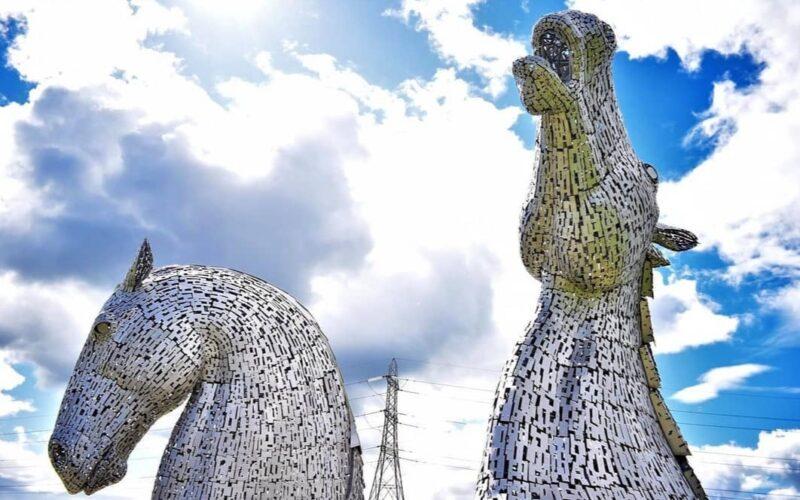 La struttura moderna di Andy Scott che da il benvenuto a Falkirk.