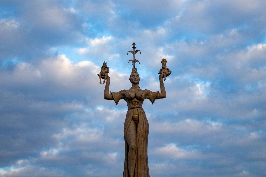 Visitare Costanza: dettagli del centro storico e del lungo lago.
