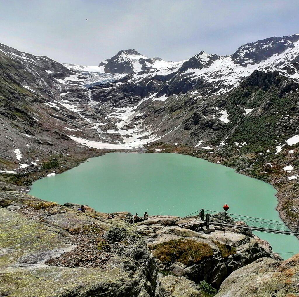 Estate in fuga dal caldo: Interlaken e lo Jungfrau. Il ghiacciaio del Trift in ritirata sulla cima.