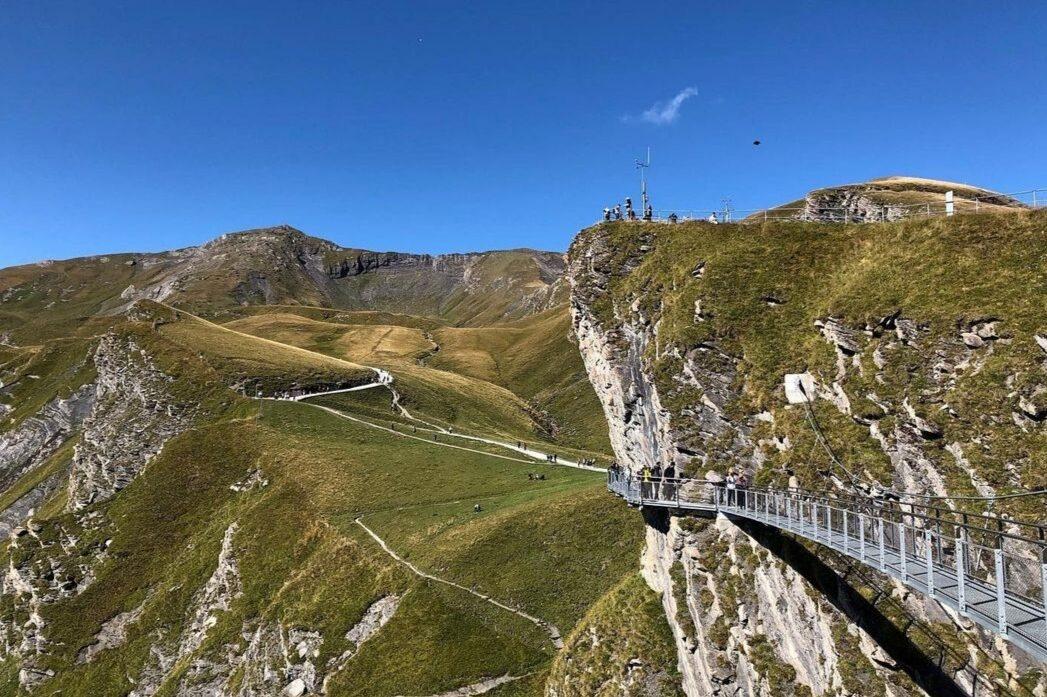 Estate in fuga dal caldo: Interlaken e lo Jungfrau. La passerella del First Cliff Walk raggiungibile da Grindelwald.
