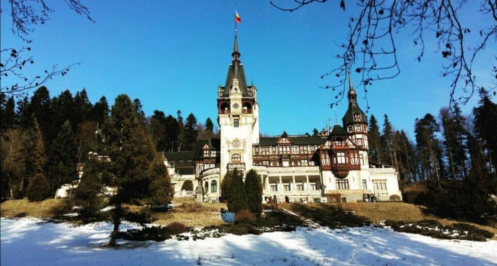 Cosa vedere in Transilvania:  il Castello di Peles a Sinaia, uno dei più magnifici dei Carpazi.